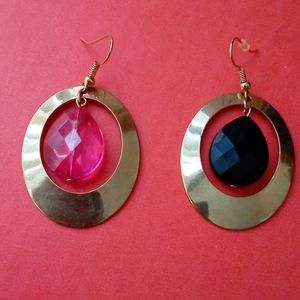 Round hoop dangling earrings w/mismatched crystal